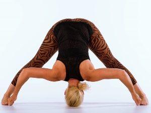 iyengar-yoga-benefits-blog-class